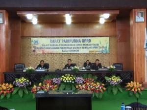 Caroll Senduk SH memimpin Rapat Paripurna Pemandangan Umum Fraksi terhadap Ranperda APBD Tomohon 2018