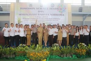 Wali Kota, Wakil Wali Kota Tomohon bersama pengurus Bejana dan Pembina PKS yang dilantik