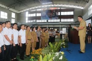 Wali Kota Tomohon saat melantik Bejana dan Pembina PKS