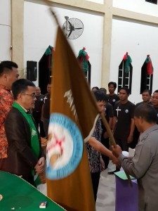 Pnt SBAN Liow mengukuhkan Pengurus Oanji Yosua Wilayah Sea