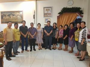 Pnt Ir MIky JL Wenur bersama Ketua Panitia HUT serta Pimpinan Willayah dan Jemaat di Amurang Dua