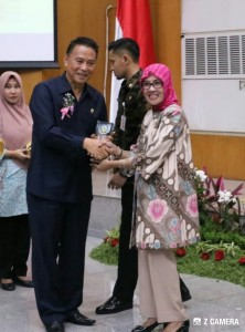 Wali kota menerima Penghargaan Swasti Saba Wistara