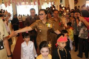 Wakil Wali Kota Tomohon bersama anak-anak di HAN 2017
