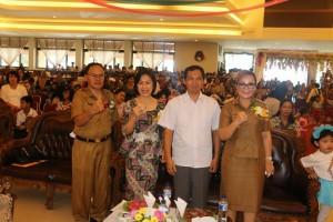 Wakil wali Kota Tomohon dan Bunda PAUD saat menghadiri HAN 2017 Kota Tomohon