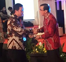 Diterima Wagub Kandouw, Gubernur Olly Raih Penghargaan Pembina HAM Terbaik dari Menkumham
