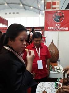 Rakornas PDI-P, Menko PMK Puan Maharani Tertarik Buah Salak Pangu Mitra