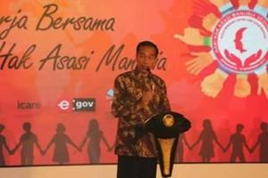Peduli Terhadap HAK Masyarakat, Bupati Sumendap Terima Penghargaan Kabupaten Peduli HAM