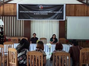 Rita Kambong SH saat membuka kegiatan