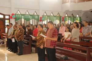 Sekkot Ir Harold V Lolowang MSc MTh bersama jajaran dan jemaat GMIM Nimahesaan Pinaras