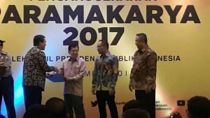 Wagub Kandouw Terima Penghargaan Paramakarya dari Wapres Jusuf Kalla