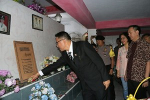Wali Kota Tomohon tabur bunga