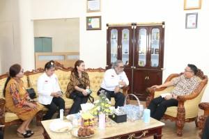 Rombongan Komnas Perlindungan Anak saat bertemu Wali Kota Tomohon