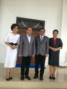 Walikota Max Lomban dan Wakil Walikota Maurits Mantiri bersama istri (ist)