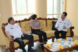 Sekretaris Kota dan Wakapolres berbicang-bincang dengan Kakanwil Kemenkum HAM Sulut