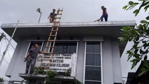Pemasangan jaringan internet di Kelurahan Kolongan