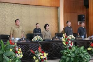 Ketua DPRD Tomohon bersama piminan, Wali Kota dan Sekretaris DPRD