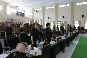 Anggota DPRD dan para pejabat yang hadir di Rapat Paripurna DPRD Tomohon