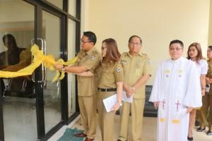 Wali Kota dan Wakil Wali Kota saat meresmikan kantor baru