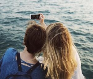 Selfie Tampaknya Lebih Berbahaya Daripada Bully di Kalangan Remaja