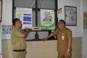 Sekretaris Kota Ir harold V Lolowang MSc MTh saat melakukan Sidak