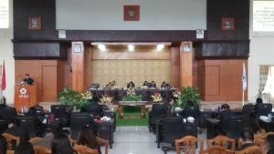Ketua DPRD Tomohon Ir Miky JL Wenur memimpin Rapat Paripurna