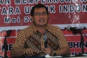 Terkait Pencopotan Foto Bupati JS, Ferry Liando: Berlebihan Jika DPRD Gunakan Hak Angket