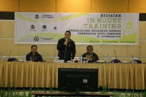 Wali Kota Tomohon membuka IHT Eselion II dan III Pemkot Tomohon