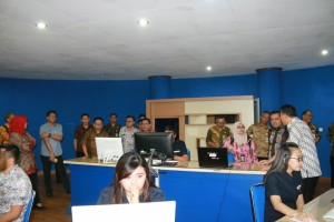 Tim Korsupgah KPK saat melakukan peninjauan di Kantor Pelayanan Publik Wale Kabasaran
