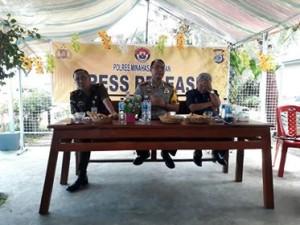 Kajari Amurang Lambok Sidabutar, Kapolres Minsel AKBP FX Winardi Prabowo dan Ketua PN Amurang Romel tampubolon, saat coffe morning dengan para wartawan Biro Minsel