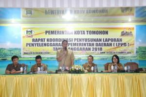 Walikota Tomohon pada kegiatan Rakor Penyusunan LPPD Tahun 2017