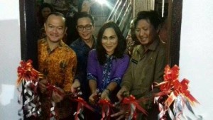 Dr Audy Pangemanan , Dra Khouni Lomban Rawung MSi, galeri invetasi Bursa Efek Indonesia,STIE Petra Bitung,