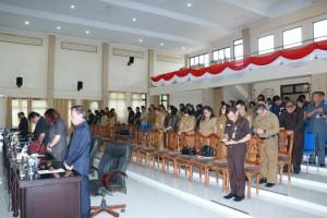 Anggota DPRD danm jajaran Pemkot Tomohoin yang nmengiikuti rapat paripurna