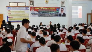 Suasana Rapat Dengar Pendapat Anggota DPD-RI Stefanus BAN Liow di Akademi Keperawatan Bethesda Tomohon