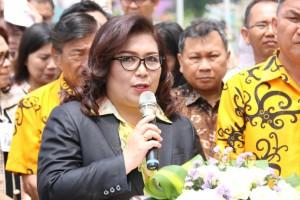Kepala Dinas PUPR  Joice Cherry Lidya Taroreh ST MSi membawakan laporan  pembangunan Menara Alfa Omega