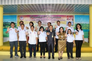 Pengurus LPA Kota Tomohon yang dilantik bersama Asisten Kesra dan Kadis PPPA Kota Tomohon
