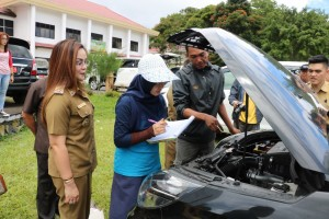 BPK saat memeriksa kendaraan dinas