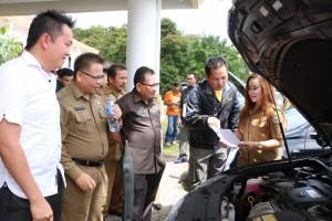 Wakil Wali Kota Tomohon  juga turut memeriksa kelengkapkan dan kondisi fisik kendaraan dinas