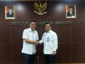 Wali Kota Tomohon Jimmy F Emasn SE Ak dan Dirjen Imigrasi Ronny F Sompie
