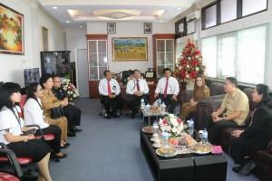 Wal;i Kota dan Wakil Wali Kota Tomohon bersama para pejabat kantor pajak