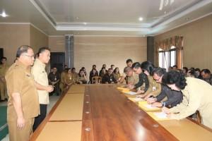 Teken Pakta Integritas, Pejabat Tomohon Nyatakan Sanggup tak Korupsi