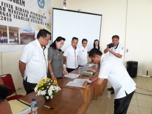 Kadis Dikbud Tomohon Sosialisasikan DAK SD-SMP Tahun 2018