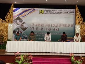 Wali Kota Tomohon bersama bupati dan wali kota daerah lain saat menandatangani perjanjian kerja sama