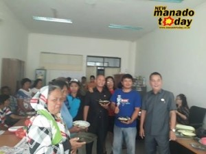 Warga Kelurahan Bitung Linkungan 6 dan 7 Kecamatan Amurang, dan sejumlah anggota DPRD Minsel, makan bersama usai RDP