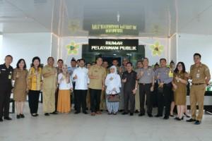 Deputi bersama wali kota dan jajaran serta Kapolres Tomohon