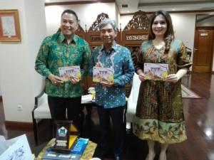 Wali Kota Tomohon, Wakil Menteri Luar Negeri dan Ketua Panitia TIFF 2018 Coretta Kapojos
