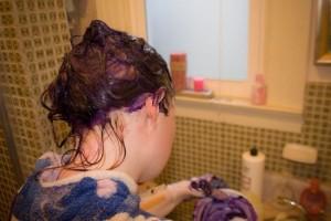 Hati Wanita Ini Rusak Berat Karena Sering Warnai Rambut