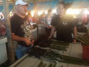 Kapolres Tomohon saat melakukan pengawasan langsung di Pasar Tomohon