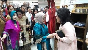 Ketua PKK Sulut Promosikan Produk Unggulan Sulut di Smesco Minang Festival
