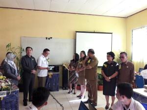 Wali Kota Tomohon membuka UNBK