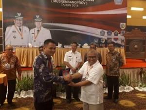 Plt Bupati Ronald Kandoli Terima Penghargaan Pembangunan Daerah